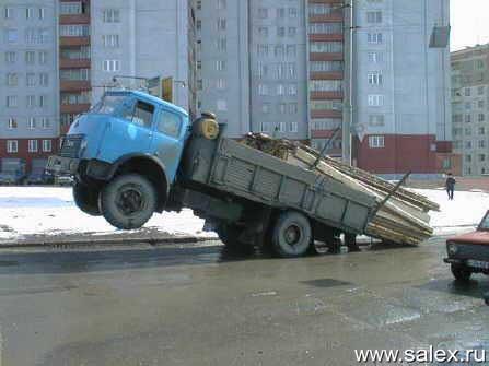 грузовик поднялся на дыбы