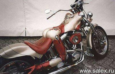 очень оригинальный мотоцикл в виде женщины