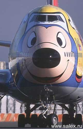 разрисованный самолет