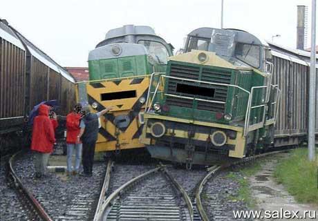два поезда не поделили дорогу