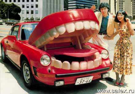 автомобиль с багажником в виде рта