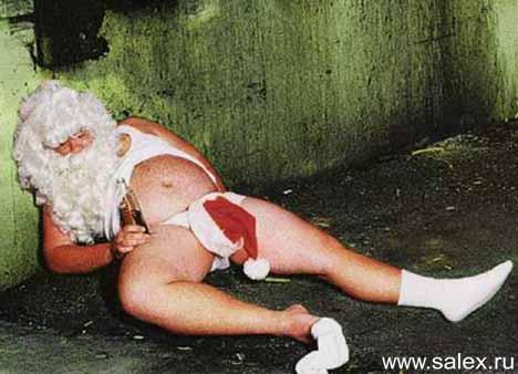 спящий пьяный дед Мороз