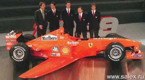 боллид F1 с крыльями